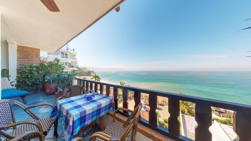 Condo Playa Bonita 601 25