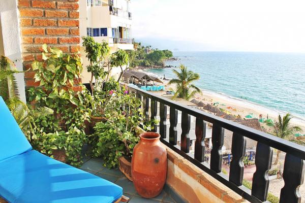 Condo Playa Bonita 601 42