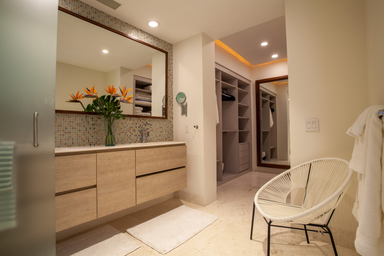 Sayan Tropical Suite 21 15
